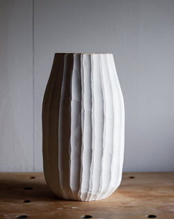 Masterpiece: Endgrain vase with milkpaint and flutes