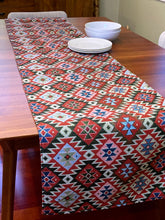 "Table Runner ""Taraz"""