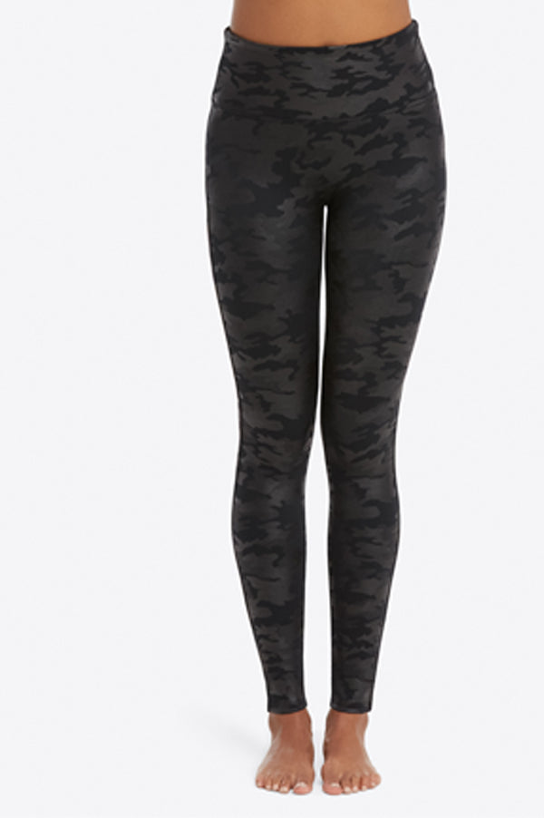 Look At Me Now Seamless Leggings | Black Camo