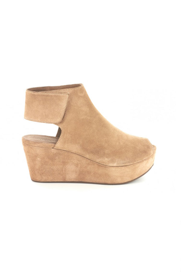 White Suede Wedges | Tan