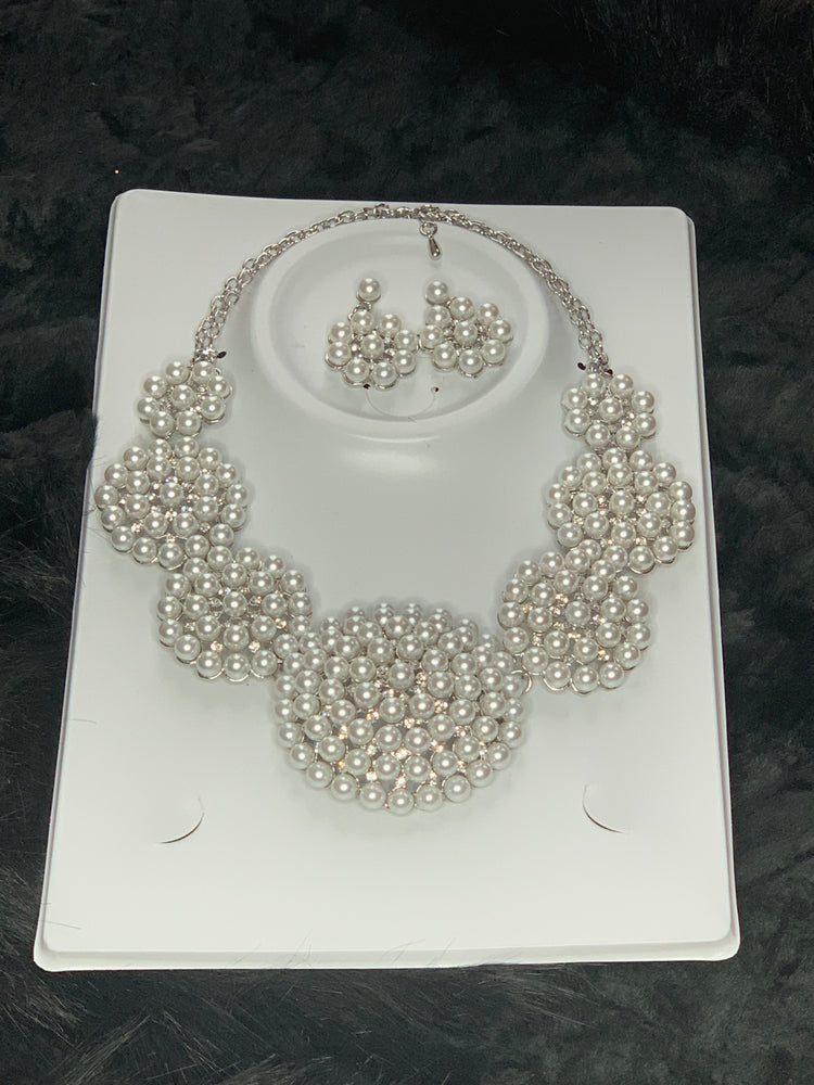 Fleur de la pearl necklace and earrings set