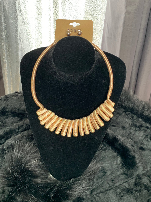 Coil necklace and stud earring set