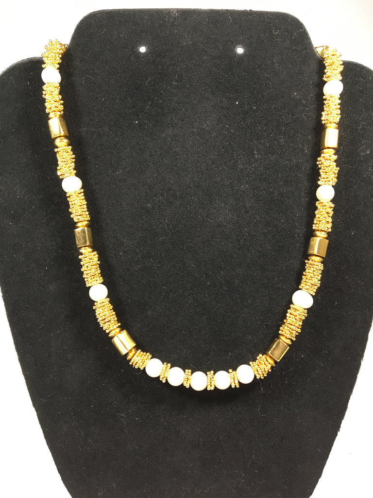 Beautiful Gold Star and Flat Bead Necklace w/Faux Pearls