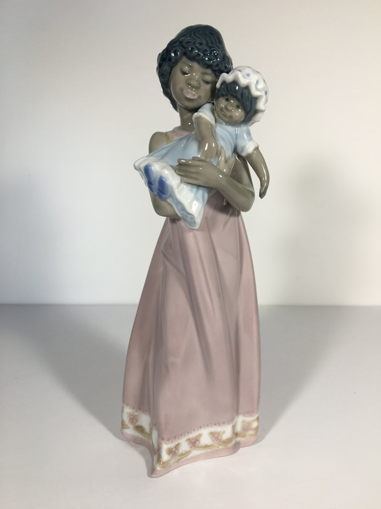 "Beautiful Lladro Figurine ""Baby Doll"" #5608"