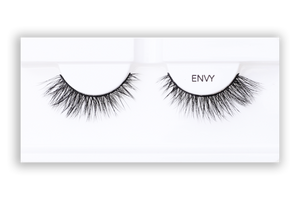 Petite Cosmetics Envy false lashes product tray packaging