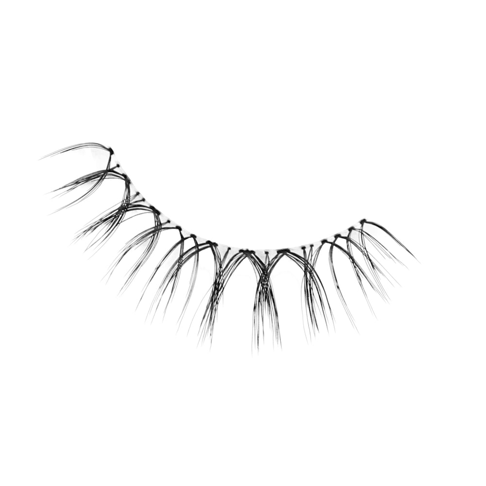 Petite Cosmetics Whispy Lashes from Natural Light Collection - Single Shot