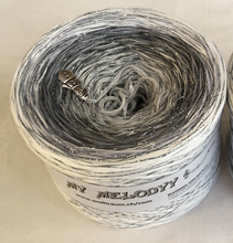 frozen_wolltraum_glitter_white_grey_silver_yarn