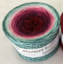funny_12_wolltraum_red_white_green_yarn