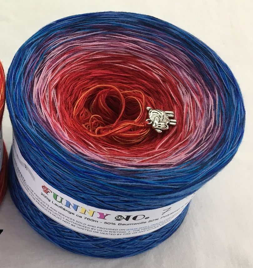 funny_7_wolltraum_red_blue_mixed_gradient_yarn