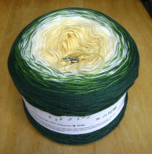 mommas_gardenia_wolltraum_white_yellow_green_gradient_ombre_yarn