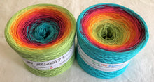 over_the_rainbow_wolltraum_green_yellow_red_purple_blue_gradient_ombre_yarn