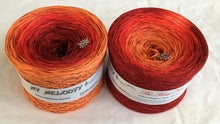 the_first_noel_wolltraum_glitter_orange_red_burgundy_christmas_gradient_ombre_yarn