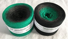 flüsterndes_gras_wolltraum_green_blue_teal_black_yarn