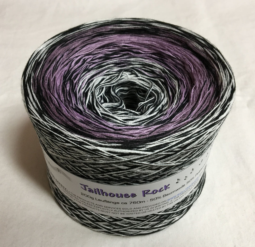 jailhouse_rock_wolltraum_purple_black_white_heather_ombre_gradient_yarn