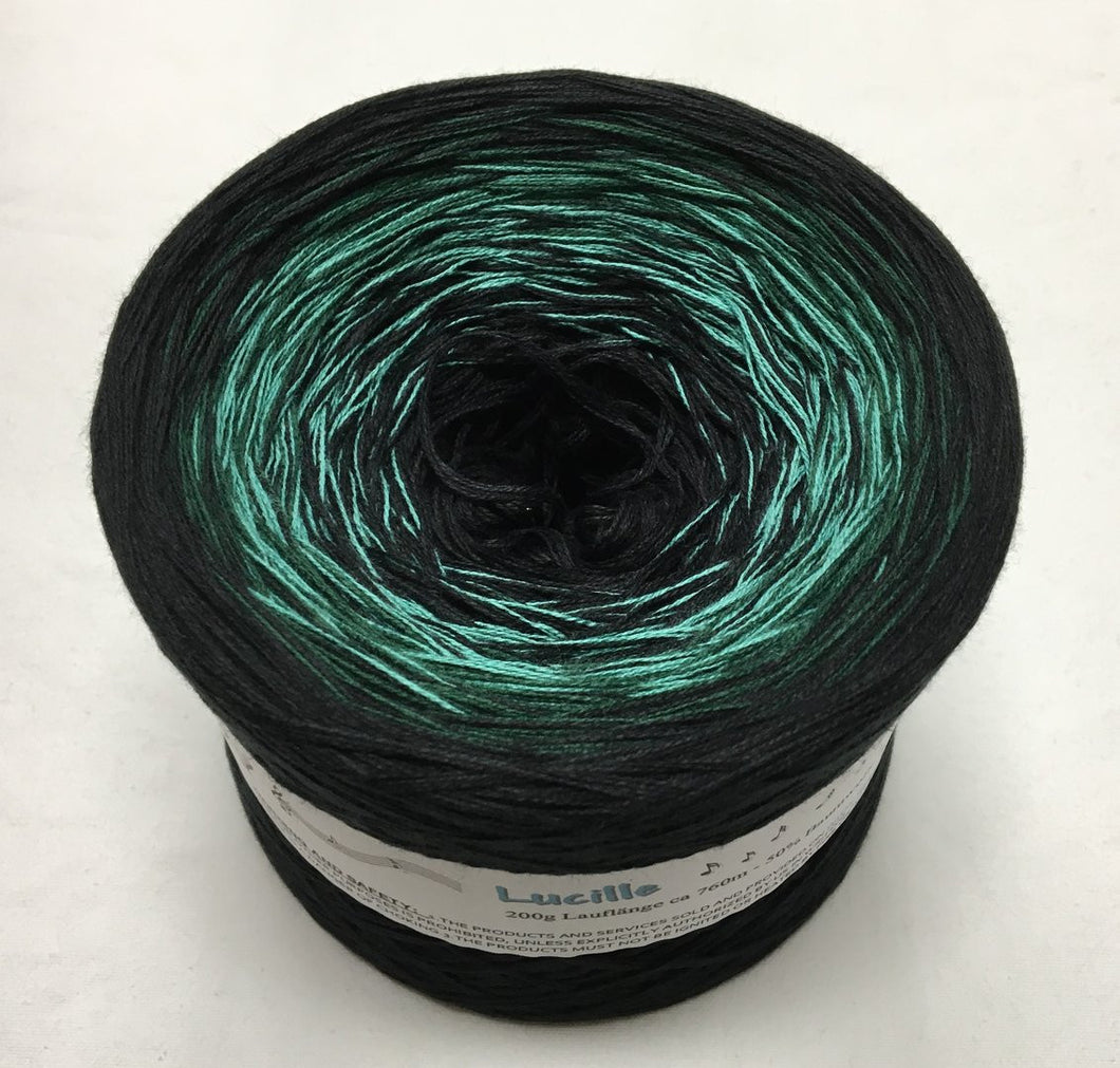 lucille_wolltraum_black_green_black_gradient_ombre_yarn