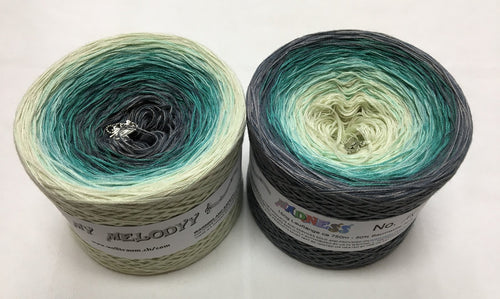 madness_18_wolltraum_green_white_grey_gray_gradient_ombre_yarn