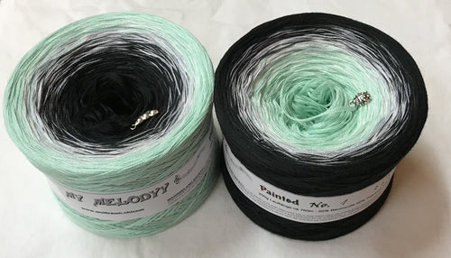 painted_1_wolltraum_green_mint_black_gradient_ombre_yarn