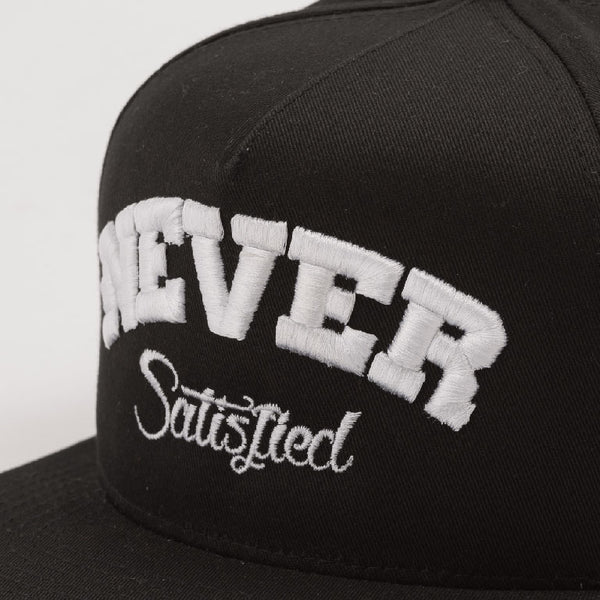 NEVER SATISFIED 5 Panel Snap back Black