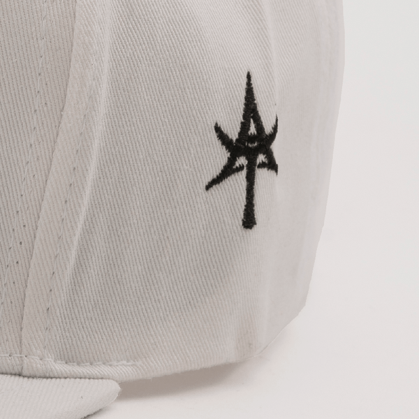 BEASTIN 5 Panel Snap Back White & Black