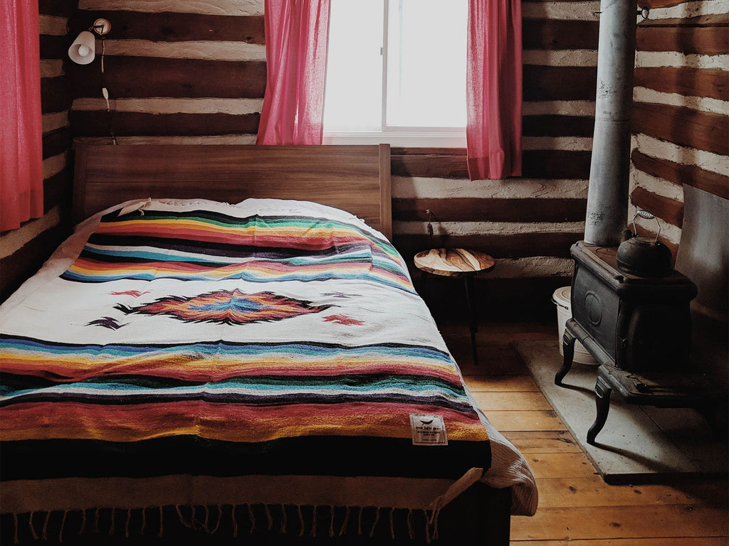 Using a cozy blanket to decorate a cabin bed