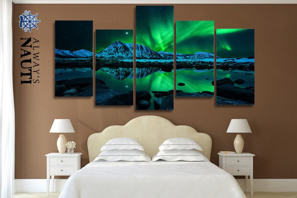 Aurora Borealis - Lights Above The Mountain