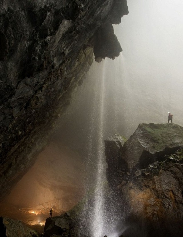 fromhttp://www.rsvlts.com/2013/01/09/son-doong-cave-is-the-largest-cave-in-the-world-17-hq-photos/