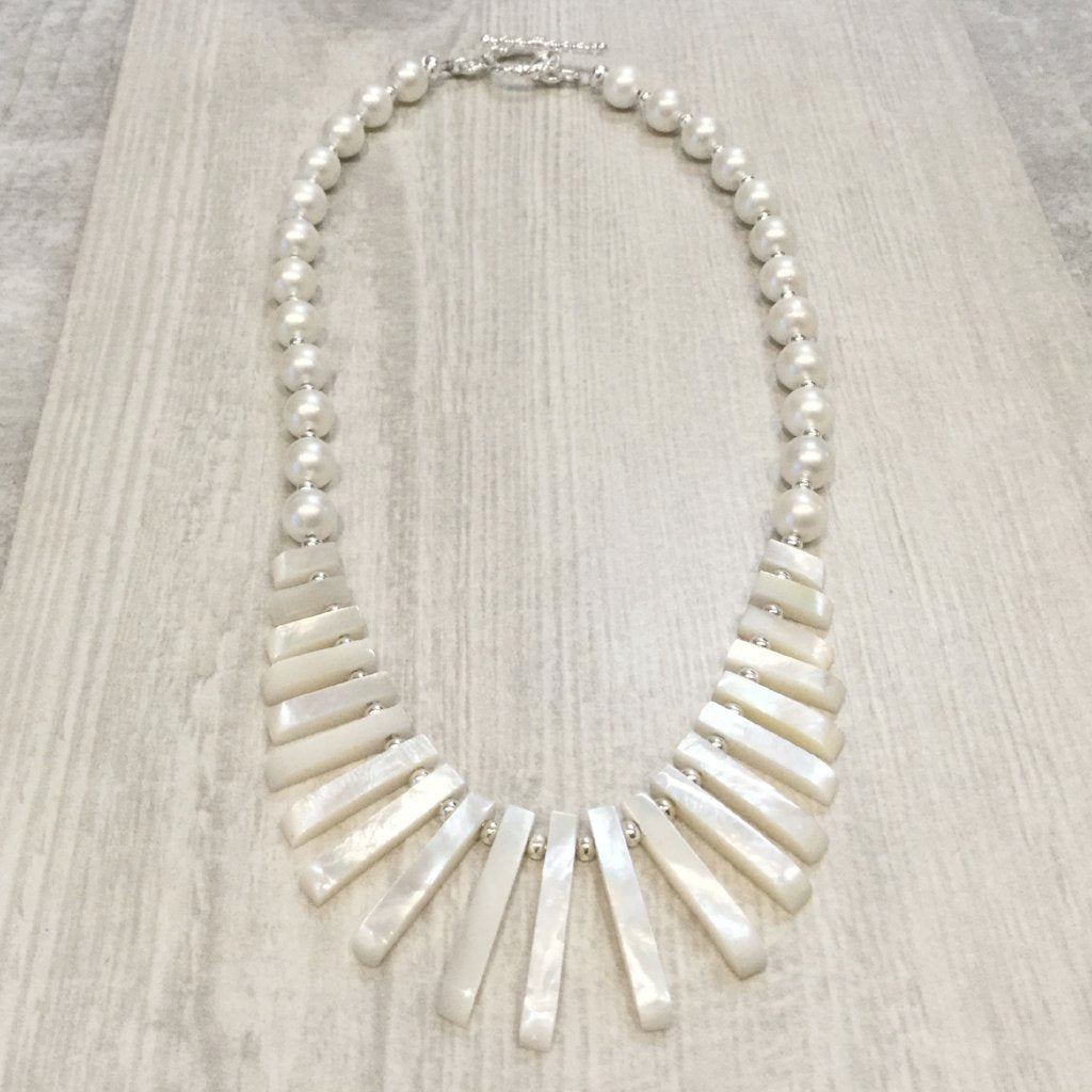 Shell pearl necklace with mother of pearl bars