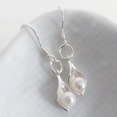 Calla lily earrings with freshwater cultured pearls (small lilies)