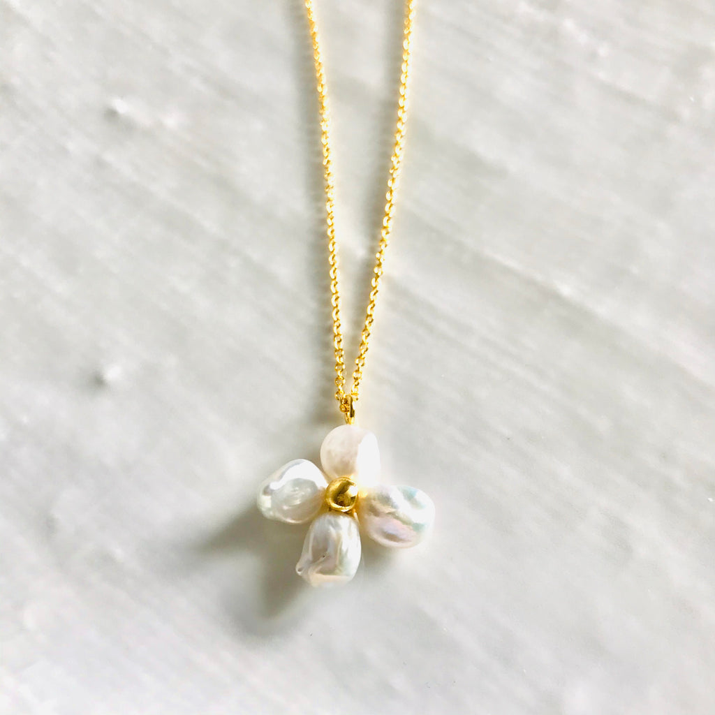 Pearl and gold flower pendant necklace