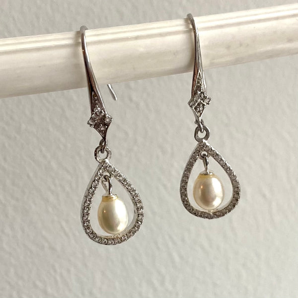 Teardrop cubic zirconia and pearl earrings