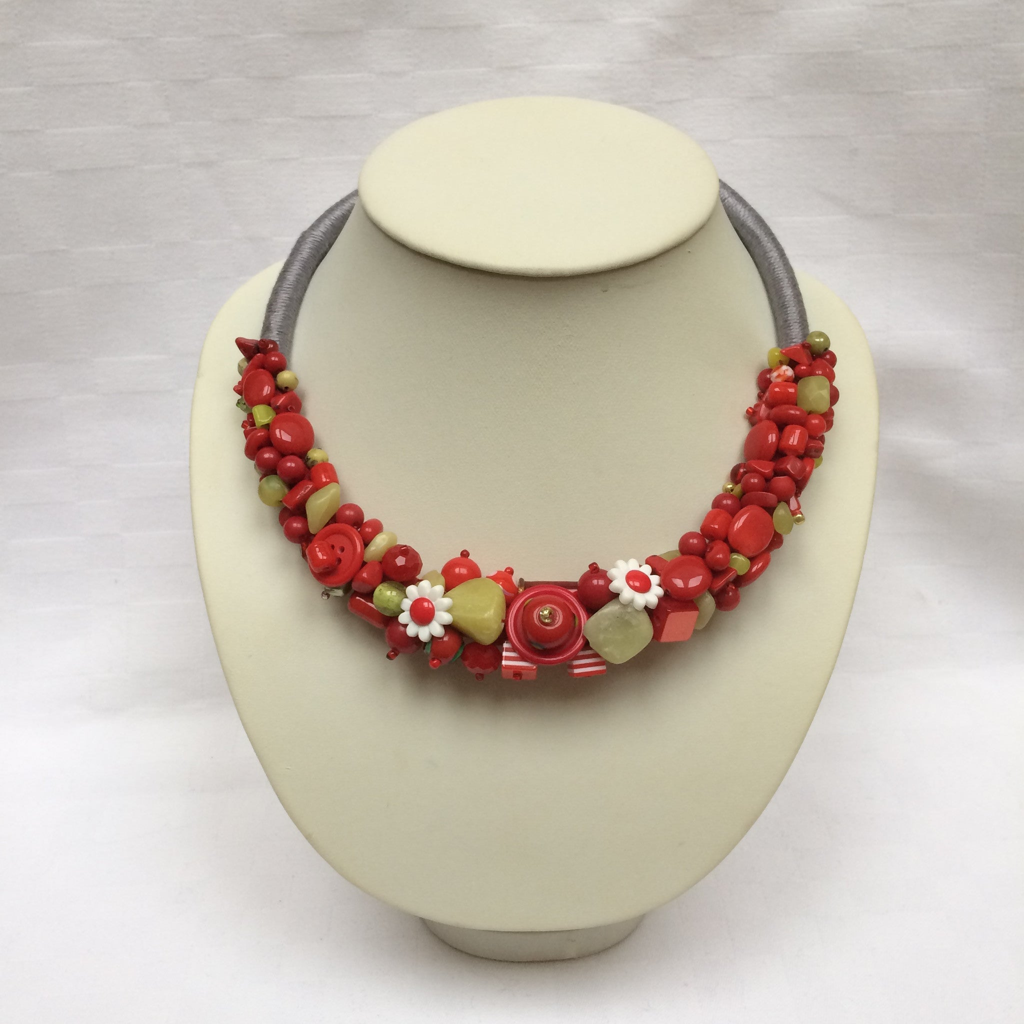 Red & Green Daisy Collar necklace