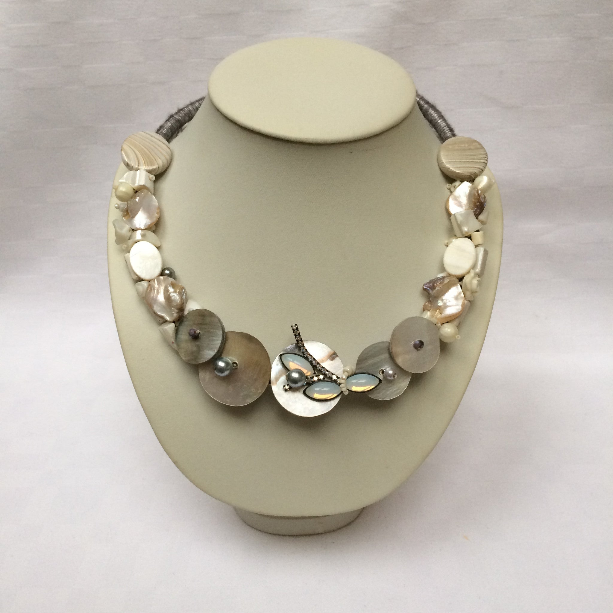 Pearl Colour Collar necklace