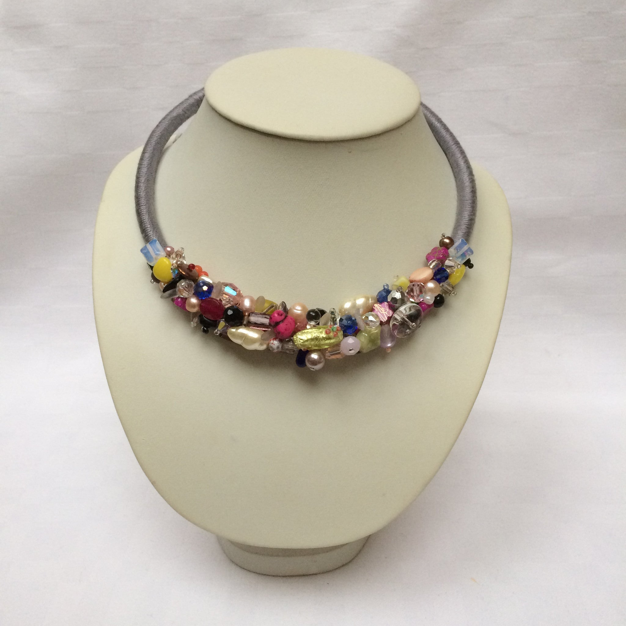 Pretty Multi-colour Collar necklace