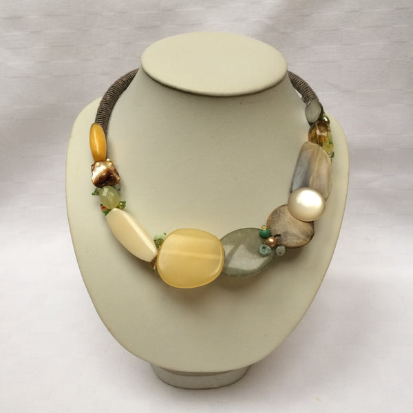 Natural Colours Collar necklace