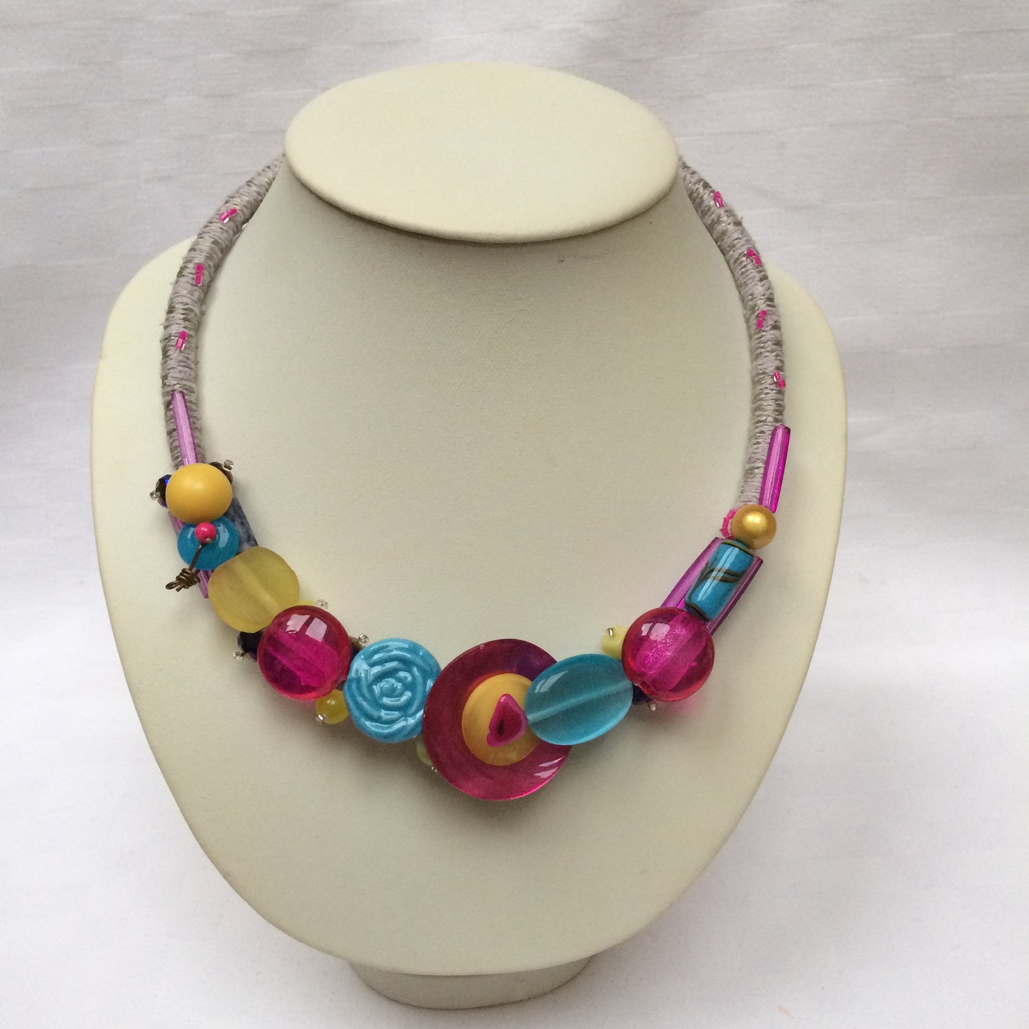 Multi-colour Collar necklace