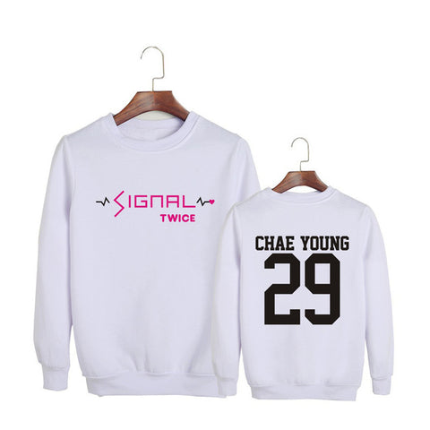 "TWICE ""SIGNAL"" SWEATER WHITE"