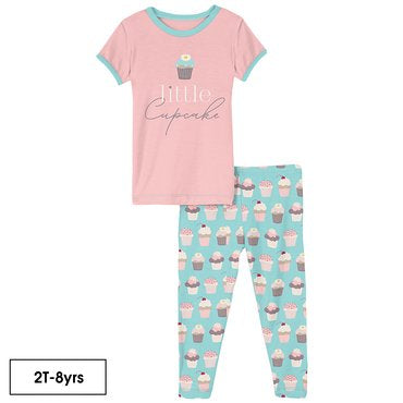 KICKEE PANTS SHORT SLEEVE GRAPHIC TEE PAJAMA SET IN SUMMER SKY CUPCAKES