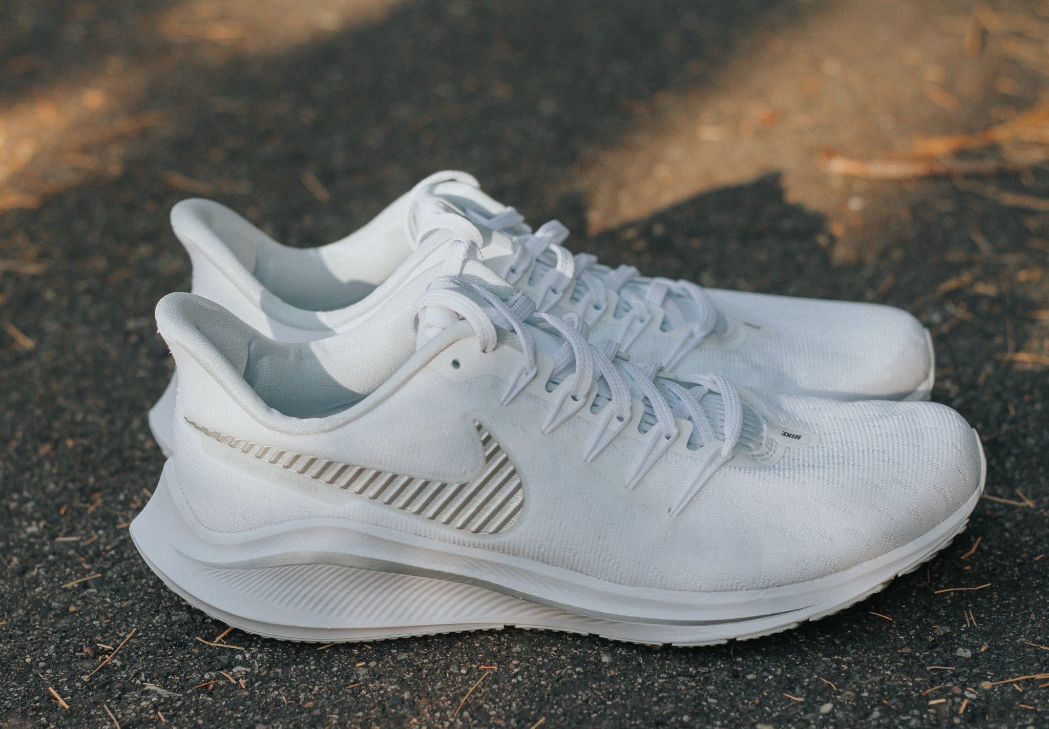 Women's Air Zoom Vomero 14 (102 - white/aura/metallic silver)