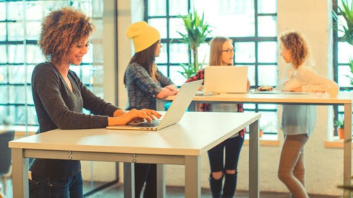 Standing-desk workers 'less tired, more engaged' - BBC