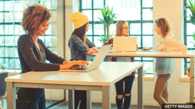 Standing desks 'boost work performance' (-> Deskmate)