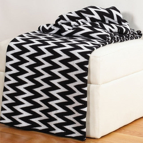 Rizzy Home Chevron Throw in Black