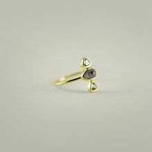 GOLD EYE RING WITH TRIANGLE DIAMONDS