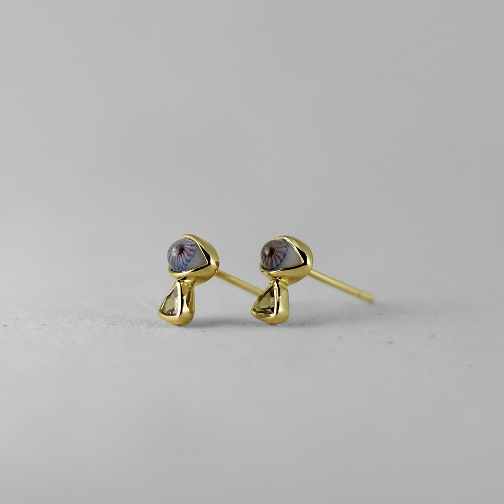 18K GOLD EYE STUD EARRINGS WITH TRIANGLE DIAMONDS