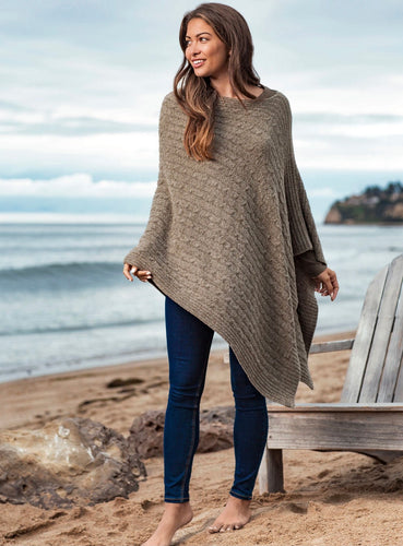 BAREFOOT DREAMS - CozyChic Lite® Cable Poncho