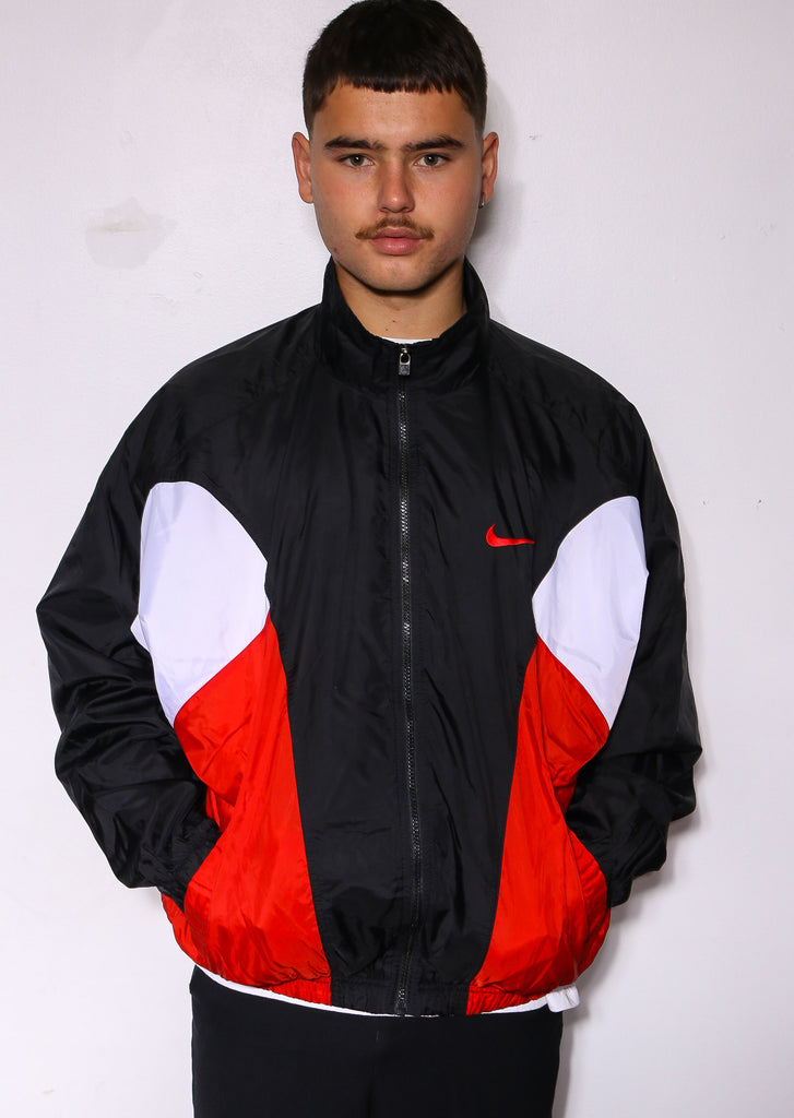 90'S NIKE AIR WHITE WITH EMBROIDERED SWOOH POCKETED S/S POLO *SLIGHT PILLING ON FRONT* (M)