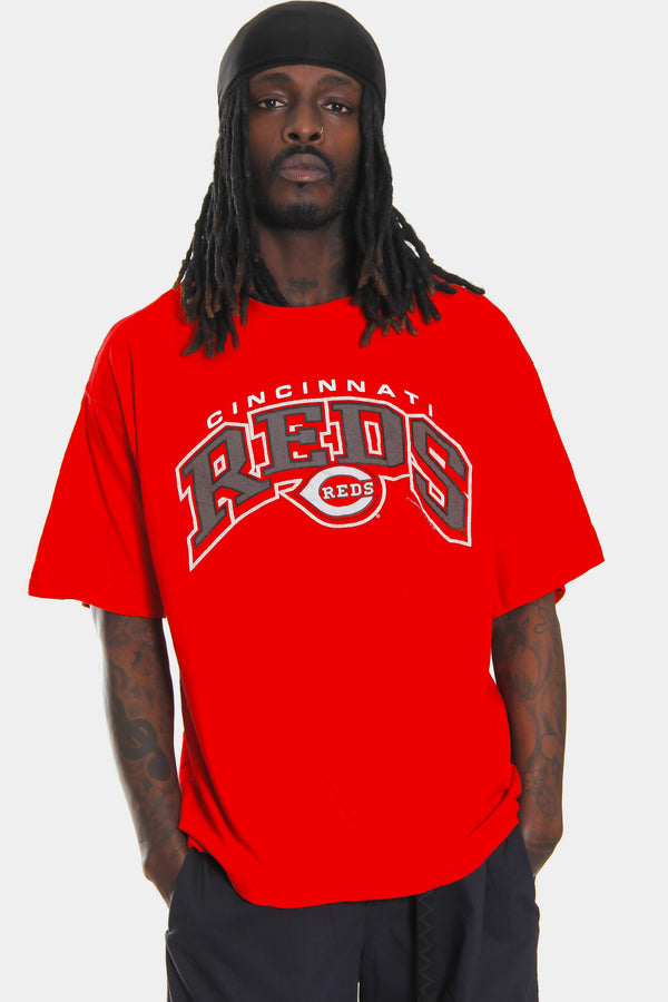 00'S CINCINNATI REDS CURVED SPELL OUT RED SWEATSHIRT (X-LARGE)