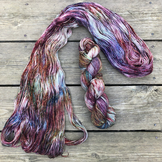 Collaboratively dyed yarns