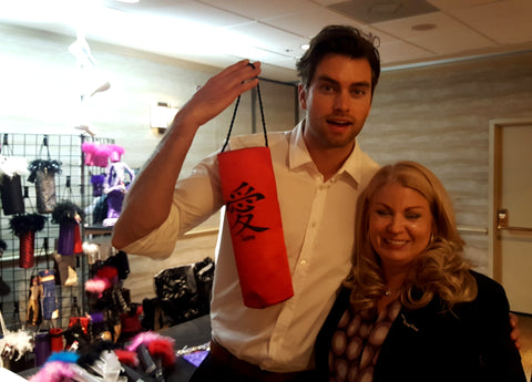 Pierson Fode with Chinese tote