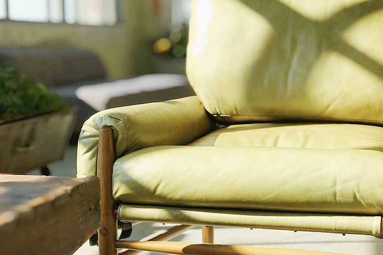 Apple Green Home Furniture Sofa Under The Direct Sunlight