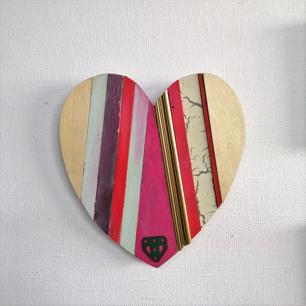 Weathered Heart -With Pink- medium